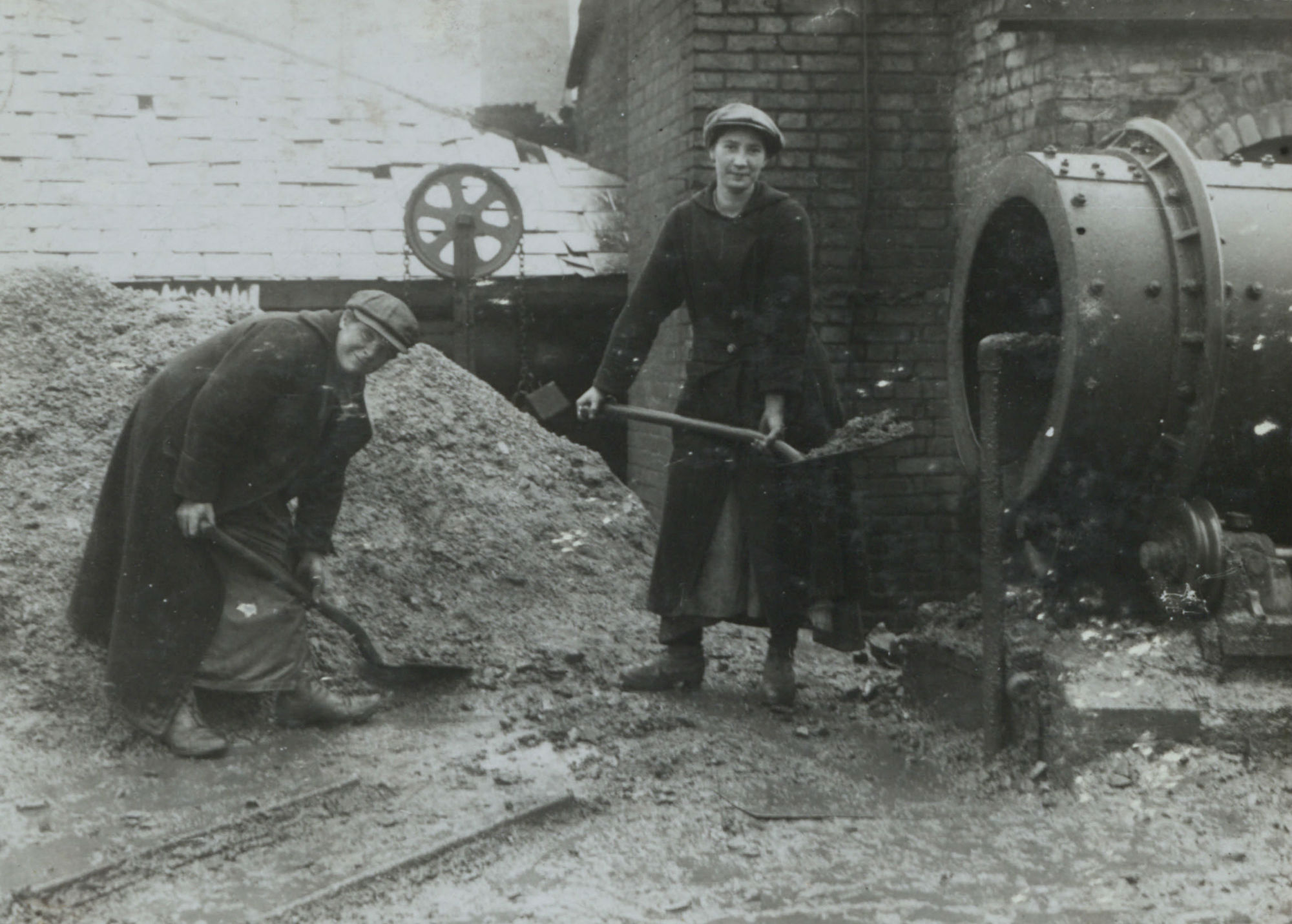 Cement, Chemicals, Bricks and Beer: Women in Industry During the First World War
